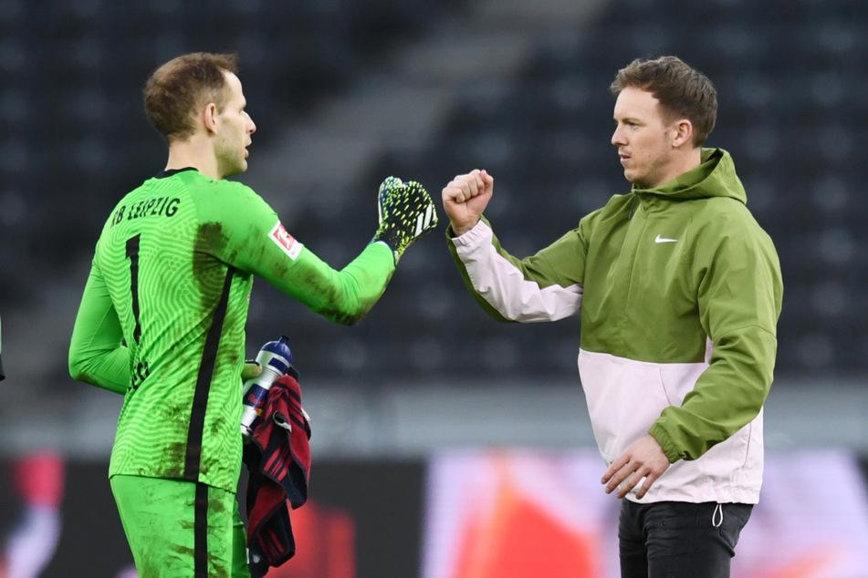 RB-Trainer Julian Nagelsmann (33, r.) kann sich auf seinen Keeper Peter Gulacsi (30) verlassen. Gegen Hertha BSC hielt der Ungar seinen Kasten zum elften Mal sauber.