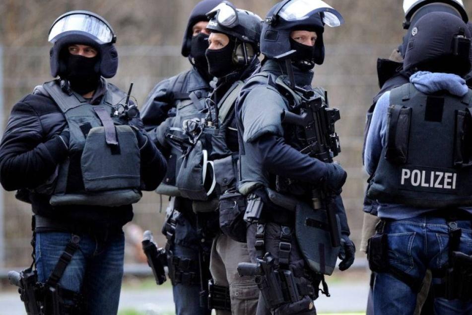 Nach Tankstellen-Überfall: SEK stürmt Wohnung des Täters