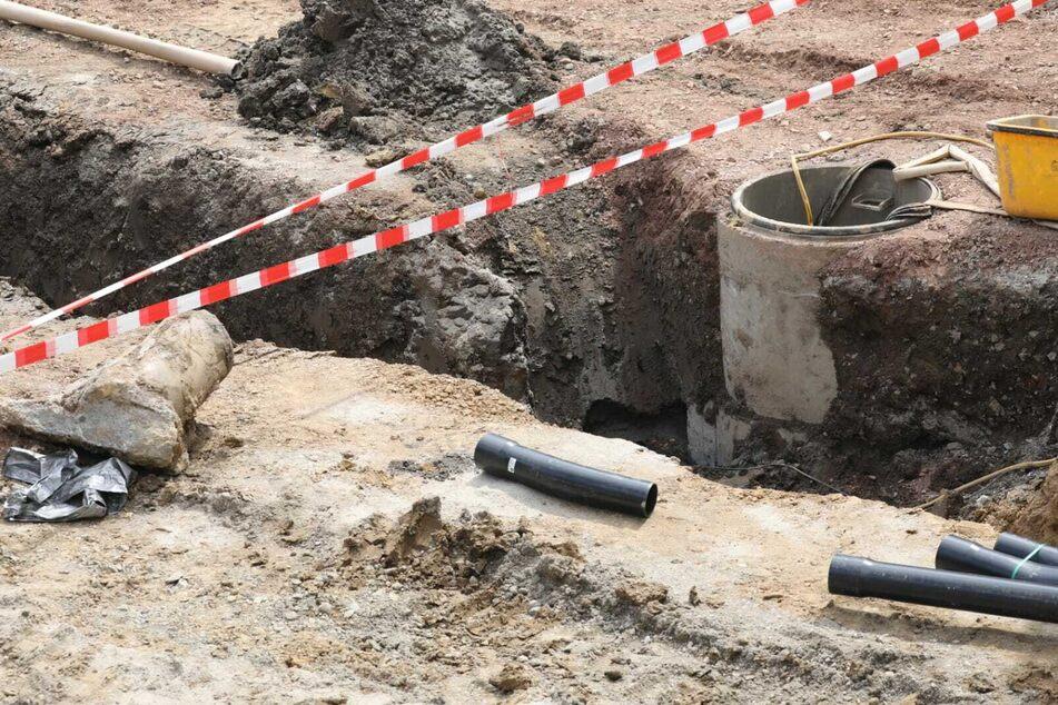 In dieser Grube wurde der Sprengkopf gefunden.
