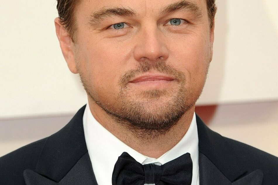 Who is Leonardo DiCaprio spending a day at the beach with?