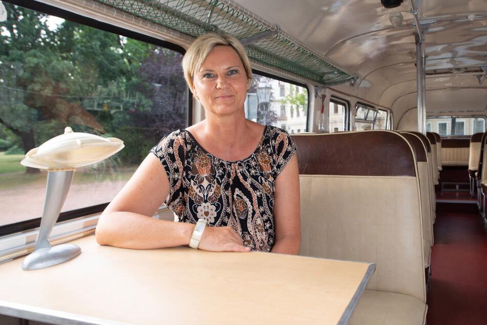 Susann Thomas in ihrem Ikarus-Bus.