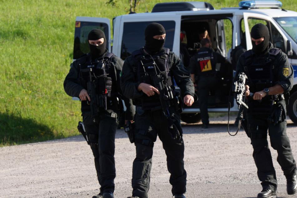 Polizisten bedroht und entwaffnet: Gebäude im Raum Offenburg überprüft