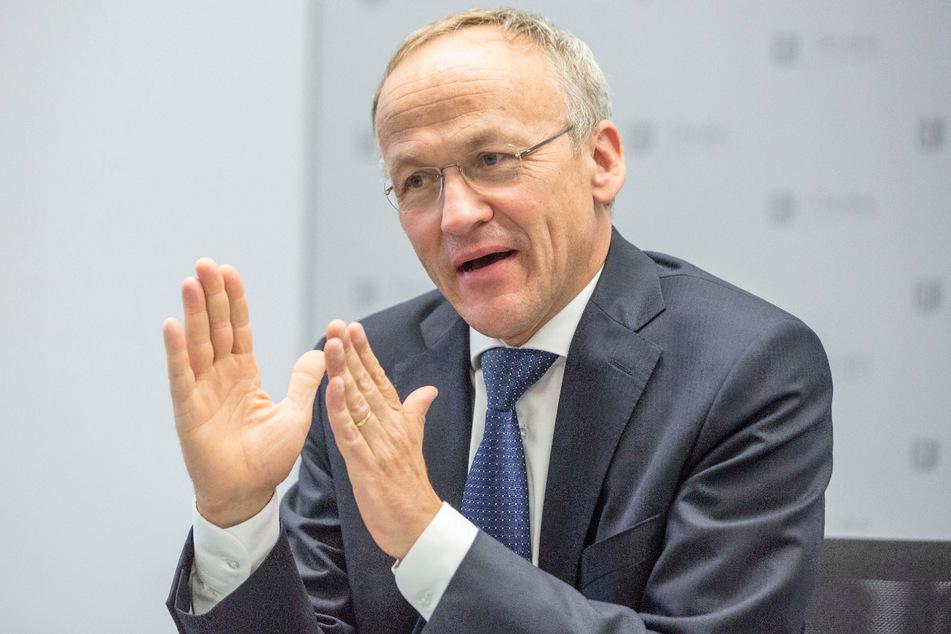Finanzbürgermeister Peter Lames (57, SPD) will strengere Regeln für die Zahlungen an selbstständige Räte festlegen.