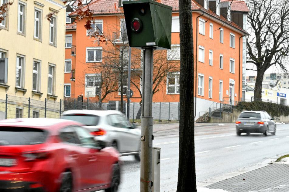 Weniger Verkehr und die hohe Bekanntheit in der Stadt: Der Bergstraße-Blitzer nahm nur noch 182.359 Euro ein. 2019 waren es knapp 200.000 Euro mehr.
