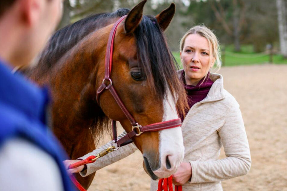 Selina (Katja Rosin) wird von einem Angebot von Christoph in Versuchung geführt.