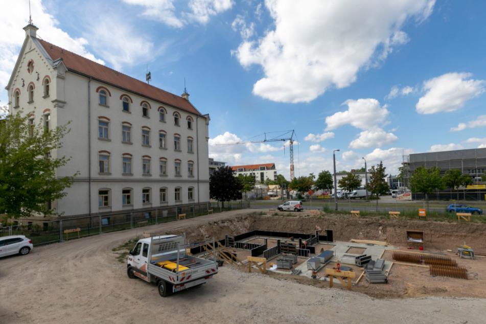 An der Löbtauer Straße wird ein fünfgeschossiges Gebäude gebaut.