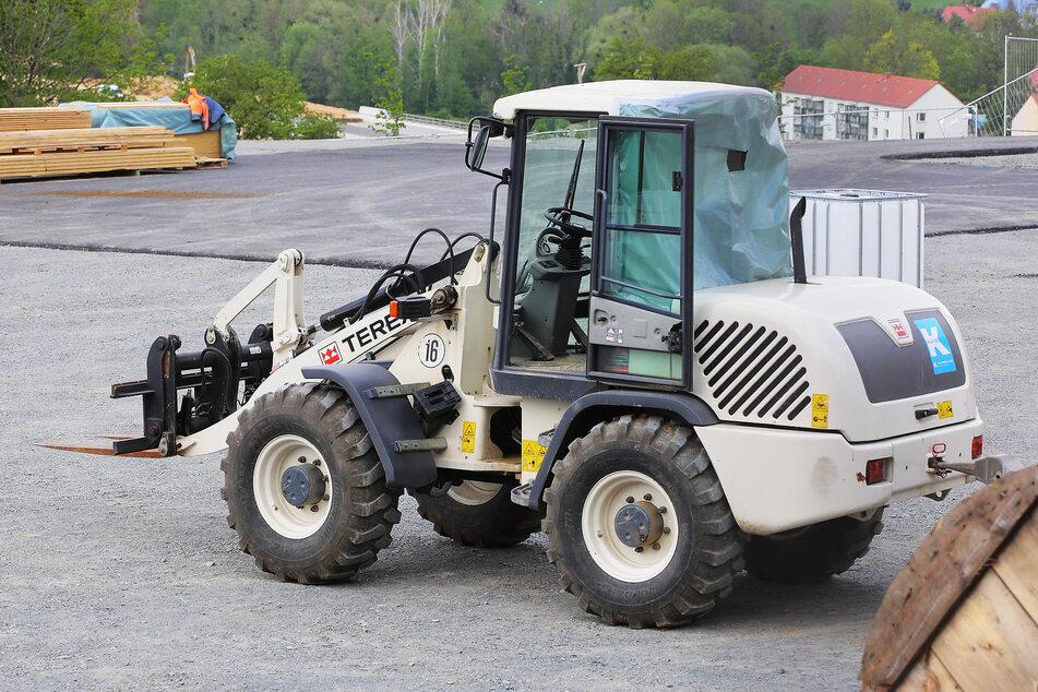 Dieses Bagger-Fahrzeug wurde Opfer einer neuerlichen Attacke im Pirnaer Süden.