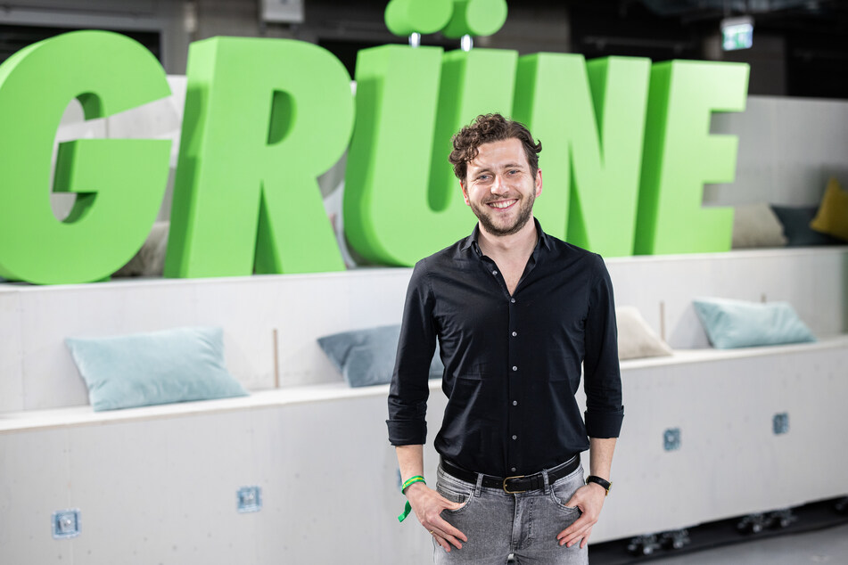 Felix Banaszak (31) ist Landesparteichef der Grünen und setzt sich für die Pflegesituation in NRW ein.