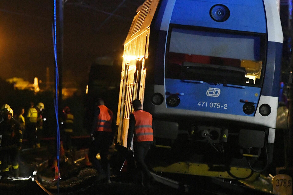 Zwei Züge stoßen zusammen: Dutzende Verletzte