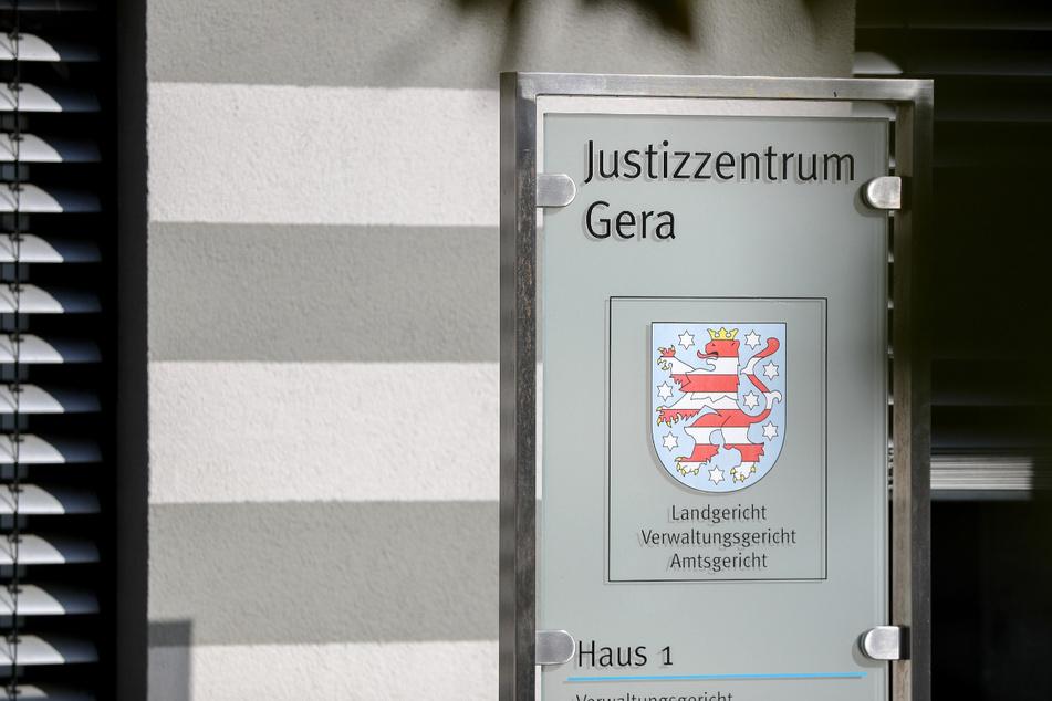 Ein 32-Jähriger und eine 21-Jährige müssen sich vor dem Landgericht Gera verantworten. Vorwurf: Sexueller Missbrauch einer damals Zweijährigen. (Archivbild)