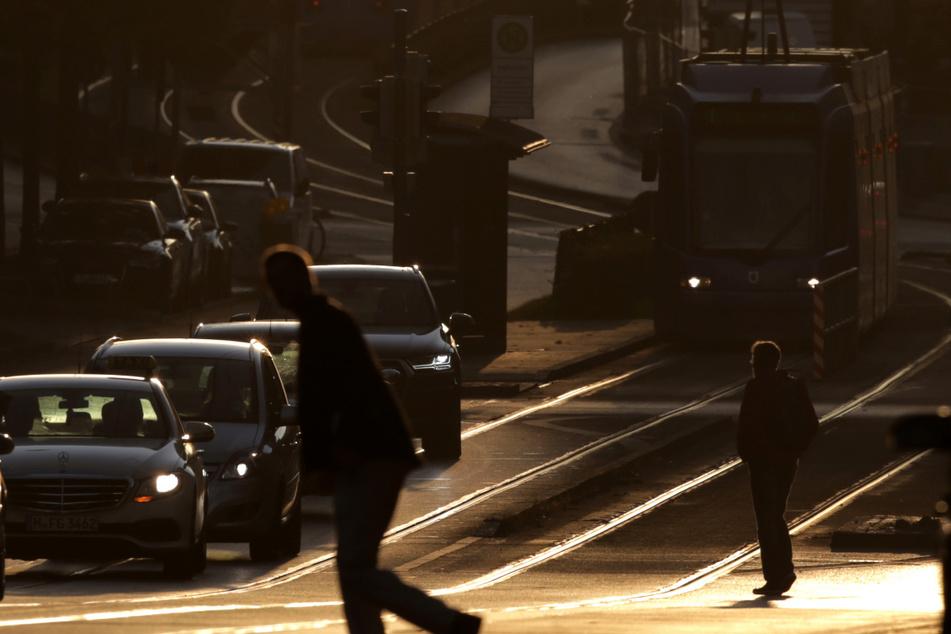 Zwei Fußgänger bei Unfällen mit Trambahnen schwer verletzt