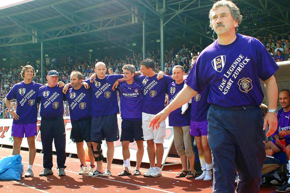 Trainer-Legende Gerd Schädlich (68, r.) schaffte 2003 mit den Veilchen den Aufstieg in die 2. Liga - und etablierte sie dort.