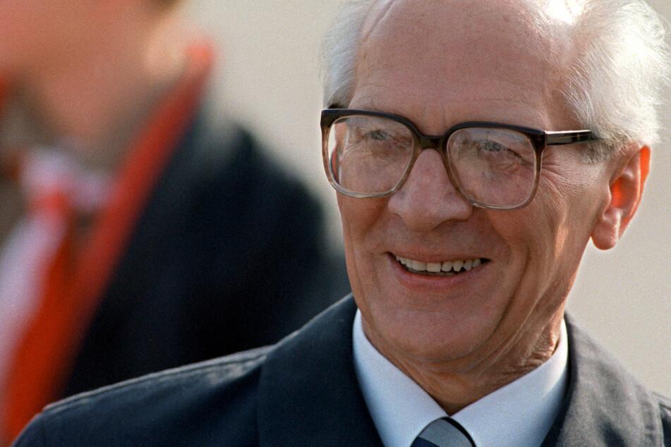 Erich Honecker, der damalige Staats- und Parteichef der DDR, während der Feierlichkeiten anlässlich des 40-jährigen Bestehens der DDR. (Archivbild)