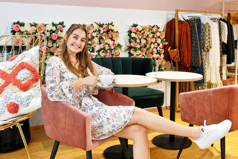 """Sachsens Schönste, Nadine Voigt (21), lädt in den Store """"The Blossom"""" nahe am Neumarkt ein."""