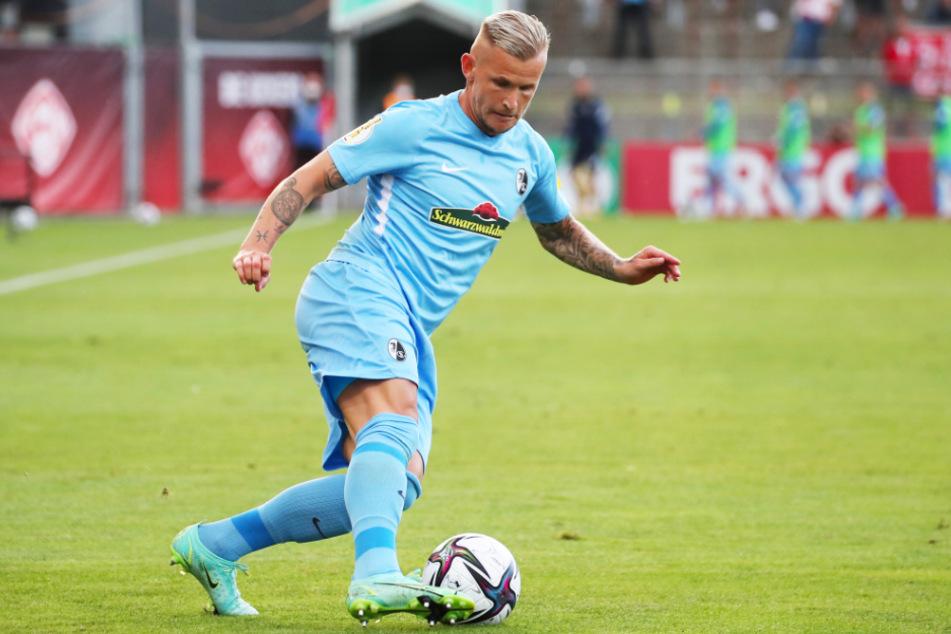 Freiburgs Leistungsträger Jonathan Schmid (31) verpasst das Spiel gegen den VfB Stuttgart aufgrund eines Corona-Falls in seinem häuslichen Umfeld. Der Außenverteidiger ist gut in Form.