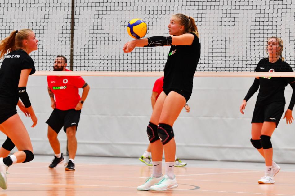 Die DSC-Volleyballerinnen müssen nach dem Kontakt mit einer positiv auf das Coronavirus getesteten Gegenspielerin vorläufig in Quarantäne.