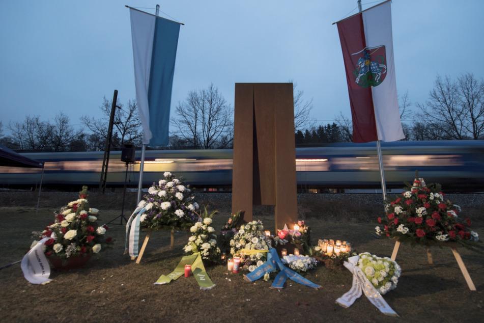 Eine Gedenkstätte an das Unglück an der Bahnstrecke zwischen Bad Aibling und Rosenheim.