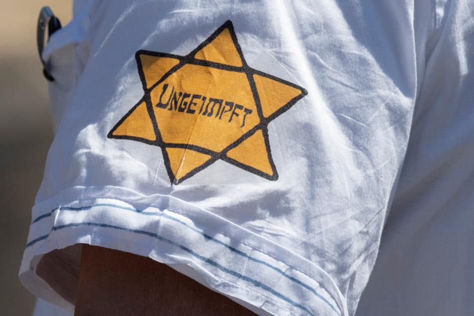 Die gelben Hexagramme dürfen bei den sogenannten Anti-Corona-Demos ab sofort nicht mehr getragen werden. (Archiv)