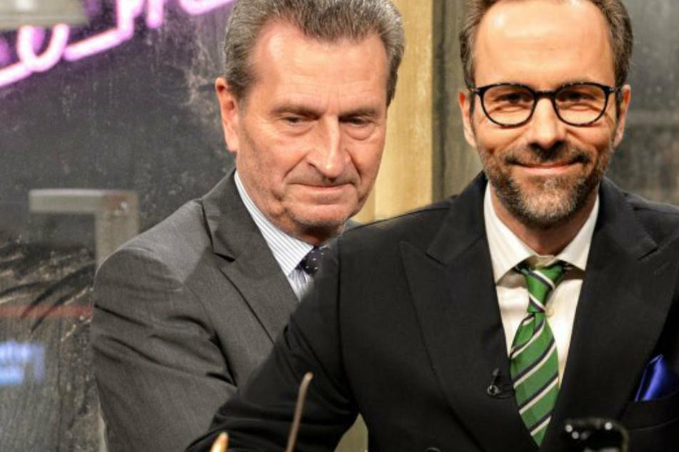 """""""Chez Krömer"""": Günther Oettinger haut bei Kurt Krömer auf den Tisch"""