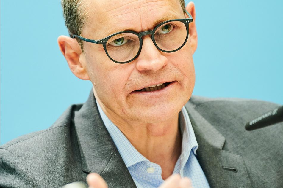Michael Müller (SPD), Regierender Bürgermeister von Berlin, spricht nach der Sitzung des Senats in der Pressekonferenz.