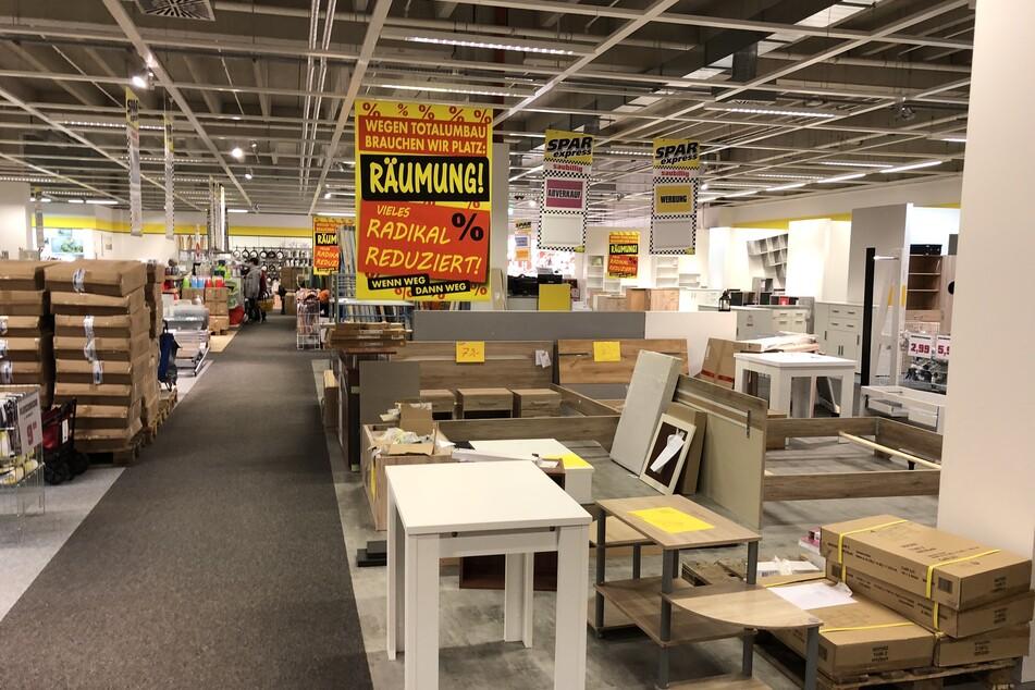 Am Montag (25.10.) steigt in diesem Möbelhaus ein großer Räumungsverkauf