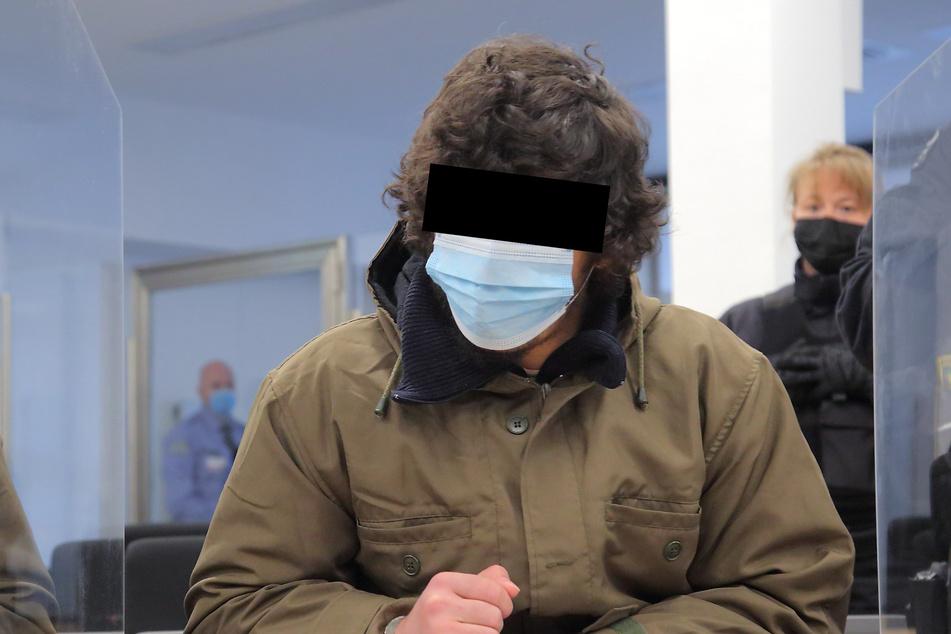 """Der 21-Jährige habe früher nicht verstanden, warum er in Haft sitzen musste. Er habe """"doch nur schlechte Gedanken gehabt, aber doch nichts gemacht""""."""