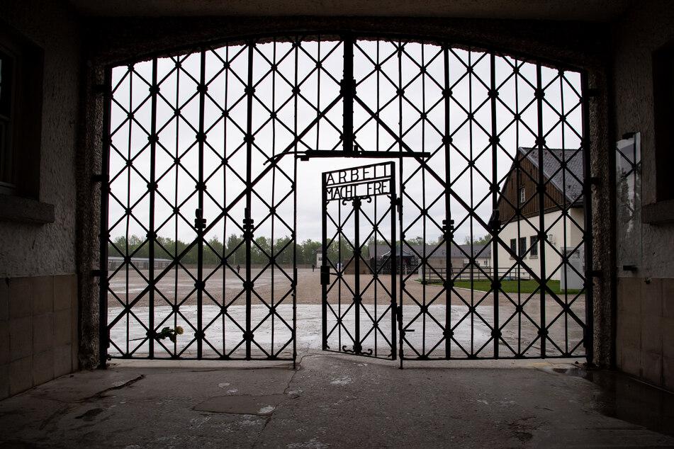 Ab Montag können die ehemaligen Konzentrationslager in Dachau und Flossenbürg wieder besucht werden. (Archivbild)