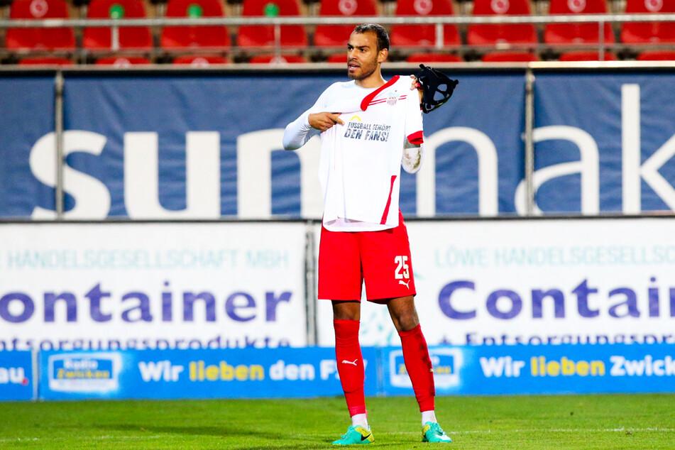 Torschütze Steffen Nkansah (25) zeigte noch einmal das Motto des Spiels.
