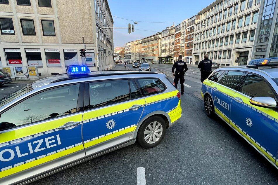 Die Polizei sperrte die Straße für die Unfallaufnahme ab.