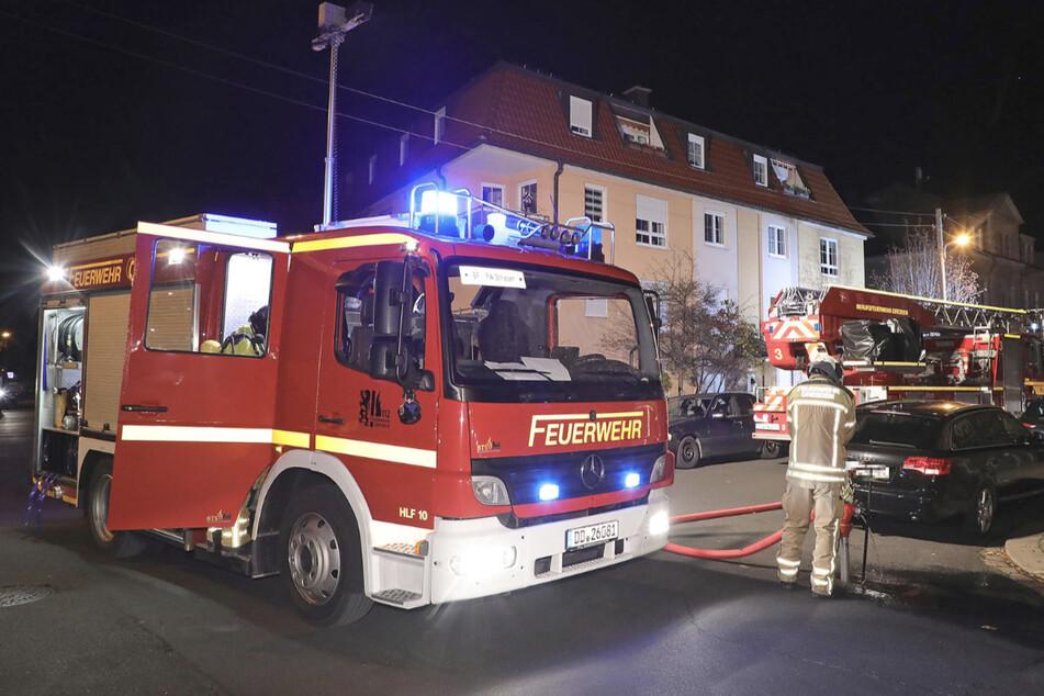 Zu später Stunde sorgte die Feuerwehr mit der Löschaktion in Laubegast noch einmal für helle Aufregung.