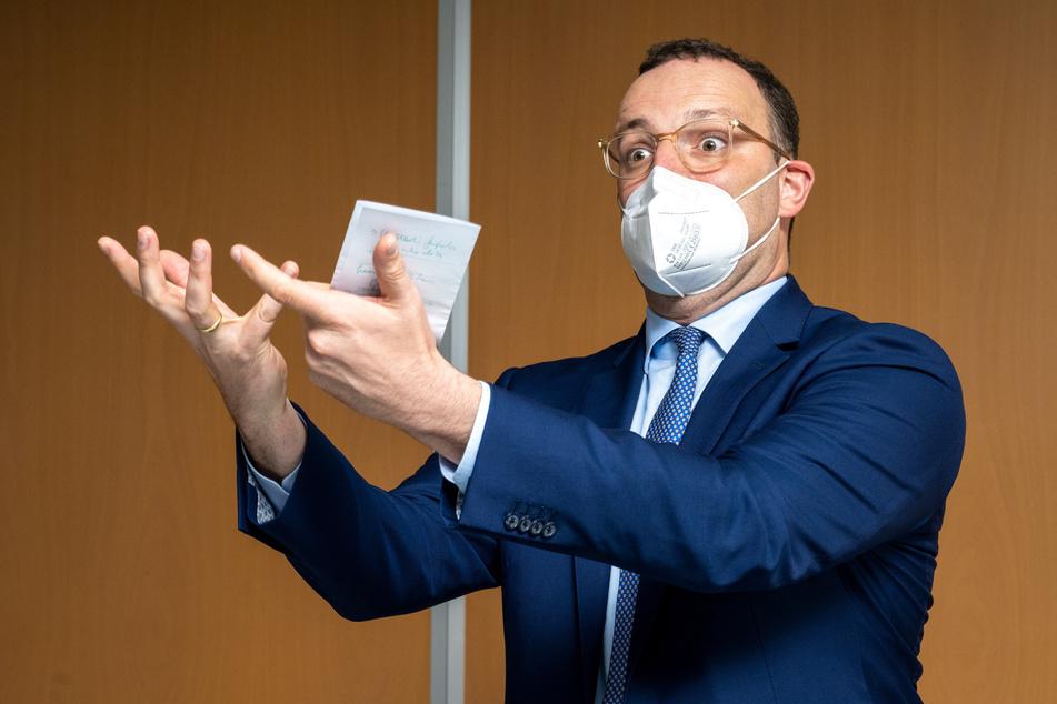 """Bundesgesundheitsminister Jens Spahn (41, CDU) warb dafür, nicht immer nur über die Ungeimpften zu sprechen. """"Wir müssen auch über die viel größere Zahl von Menschen sprechen, die die Mühen einer Impfung in Kauf genommen haben, um sich und andere zu schützen."""""""