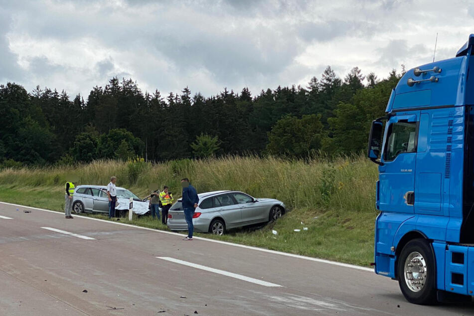 Zwei weitere Autos sowie ein Lkw waren wohl ebenfalls an dem Unfall beteiligt.