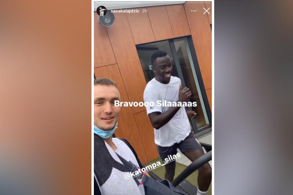 Auf dem Laufband läuft es für Silas Katompa Mvumpa (22, r.) schon ganz gut, wie Sasa Kalajdzic (24) in seiner Instagram-Story zeigt.