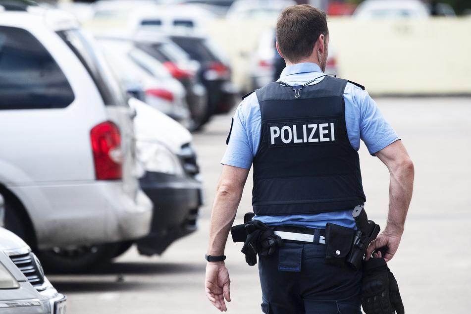 Die Polizei ermittelt nun wegen Raubes. (Symbolbild)