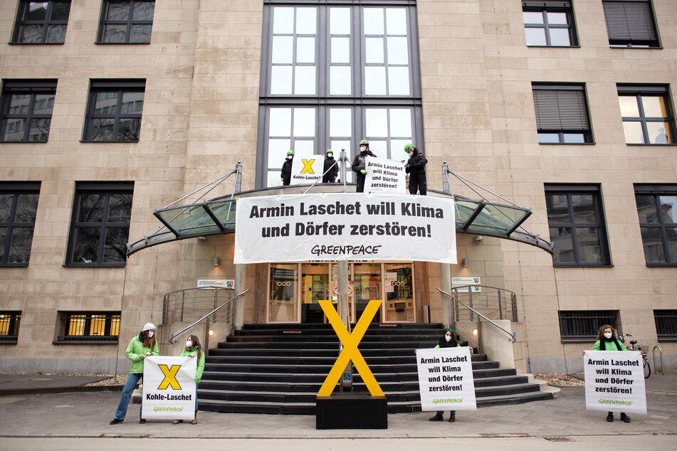Greenpeace-Protest vor NRW-Staatskanzlei gegen Kohlepolitik