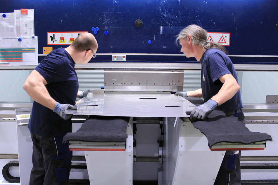 Die Mitarbeiter von Skan bauen unter anderem Isolatoren.