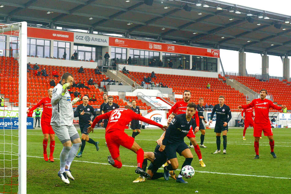 Tumult vorm Rostocker Tor - aber für einen Zwickauer Treffer reichte es nicht.
