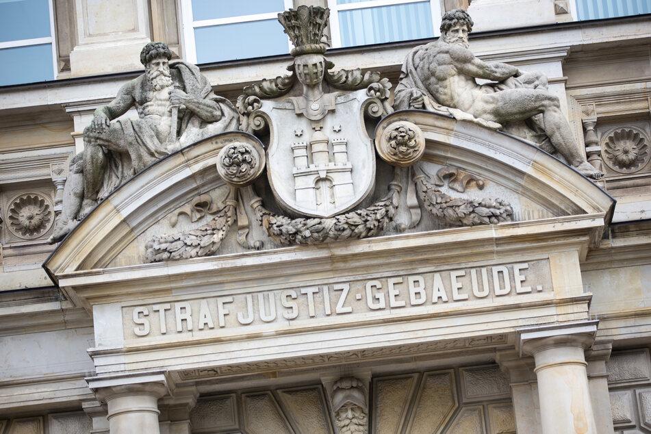 Der Haupteingang zum Strafjustizgebäudes in Hamburg.