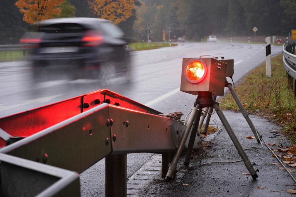 Viermal in kurzer Zeit geblitzt: Autofahrer rauscht immer wieder in gleiche Radarfalle!