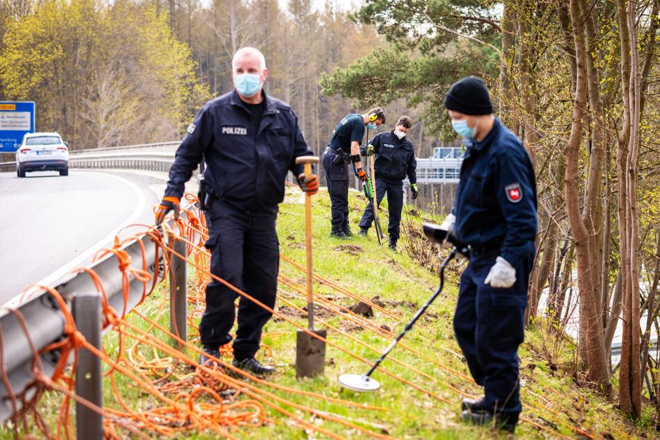 Vier Jahre nach Mord vor Grundschule: Zwei Männer verhaftet!