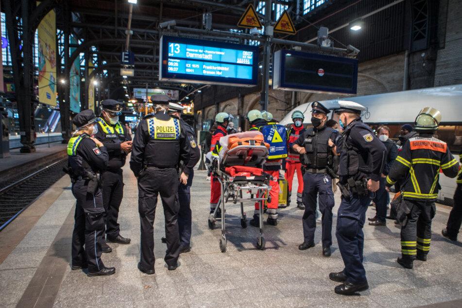 Schreck am Hauptbahnhof: Mann wird von Zug erfasst und rennt davon