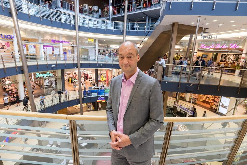 """Center-Manager Jörg Knöfel (53) ist voll zufrieden: Am Wochenende hatte er so viele Besucher in der Galerie """"Roter Turm"""" wie seit 2019 nicht mehr."""
