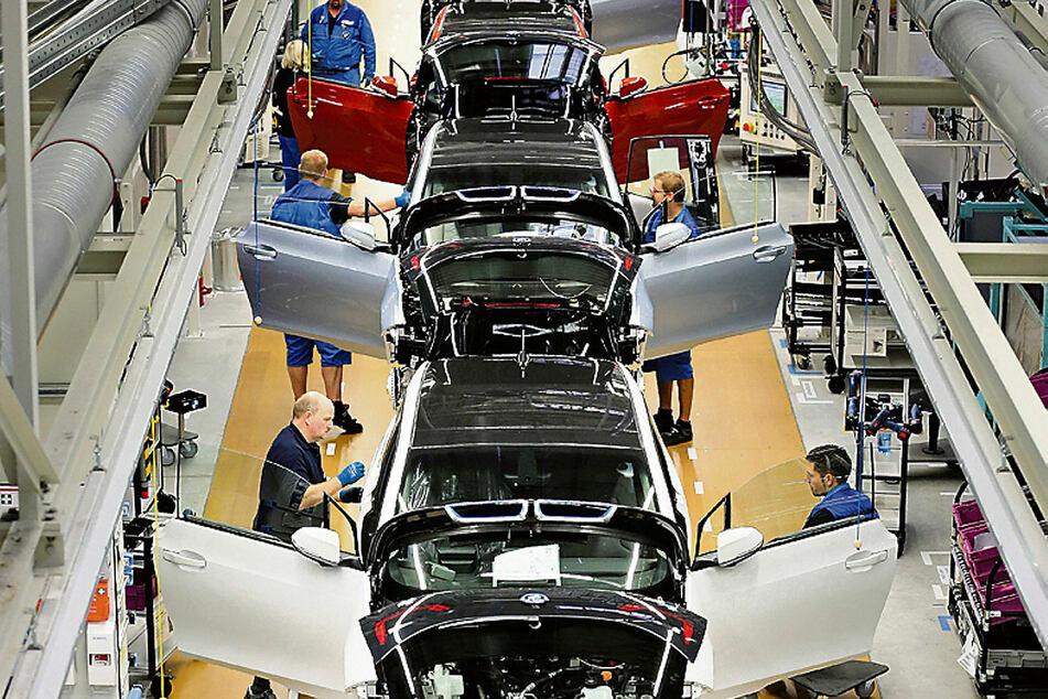 Auch die Produktion des Elektroautos i3 steht seit Tagen still...