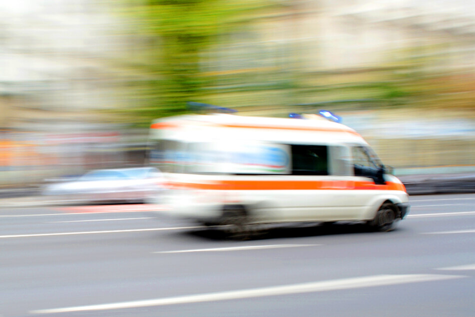 Auto überschlägt sich: 33-jähriger Fahrer schwer verletzt