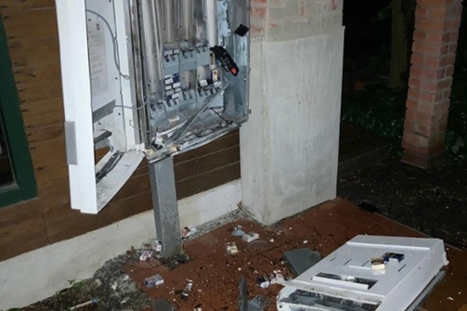 Unbekannte Täter sprengten in der Nacht zum Montag zwei Automaten im Vogtlandkreis.