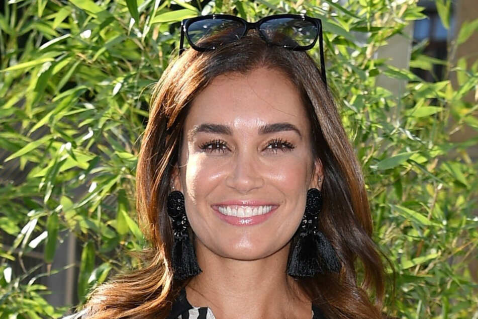 """""""Love Island""""-Moderatorin Jana Ina Zarrella (44) hat bereits angekündigt, Pietro zur Not auch heimlich als Kandidaten in die Villa einschleusen zu wollen."""