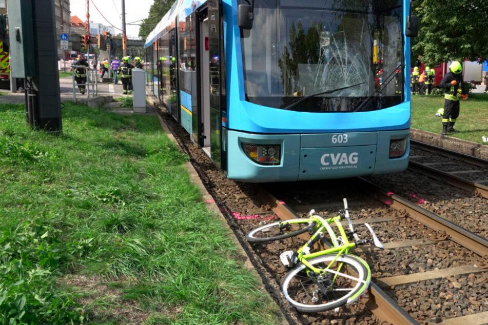 Chemnitz: Straßenbahn erfasst Radfahrerin