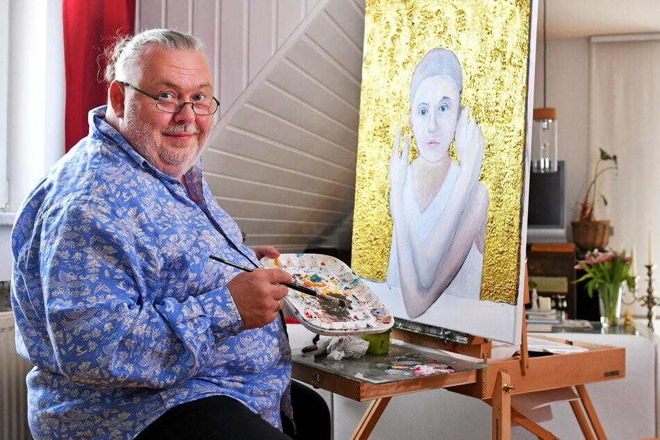 Das Frauenbildnis vor goldenem Hintergrund steht gerade auf der Arbeitsstaffelei von Andreas Goldmann (56).