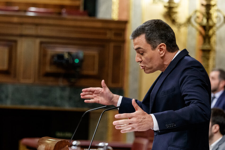 Pedro Sanchez, Ministerpräsident von Spanien, spricht im Parlament.