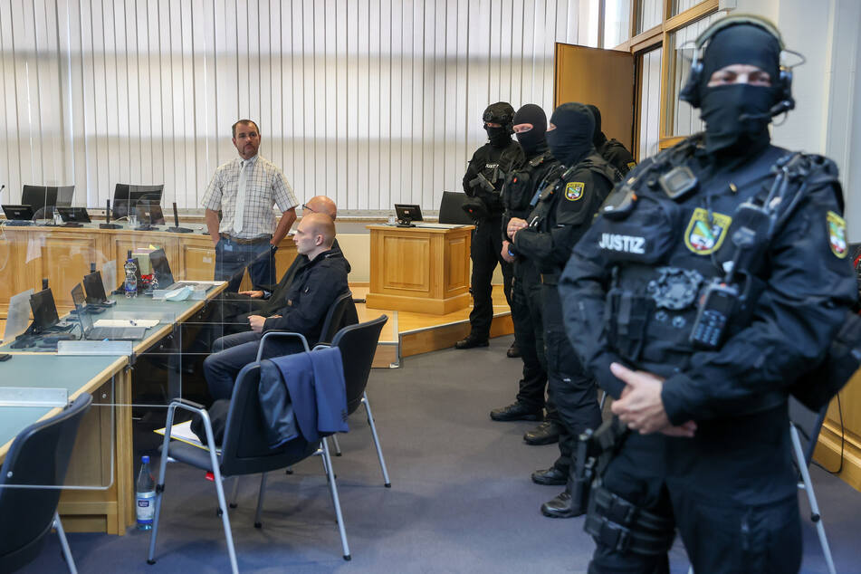 Prozess um Halle-Anschlag: Gericht beschäftigt sich mit Waffenarsenal des Attentäters